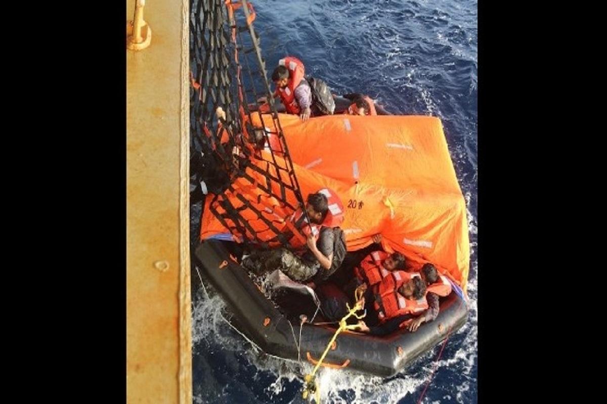 Δεξαμενόπλοιο του ναυτικού των ΗΠΑ διέσωσε το πλήρωμα φορτηγού πλοίου που βούλιαξε στον Κόλπο του Άντεν (photos) - e-Nautilia.gr | Το Ελληνικό Portal για την Ναυτιλία. Τελευταία νέα, άρθρα, Οπτικοακουστικό Υλικό