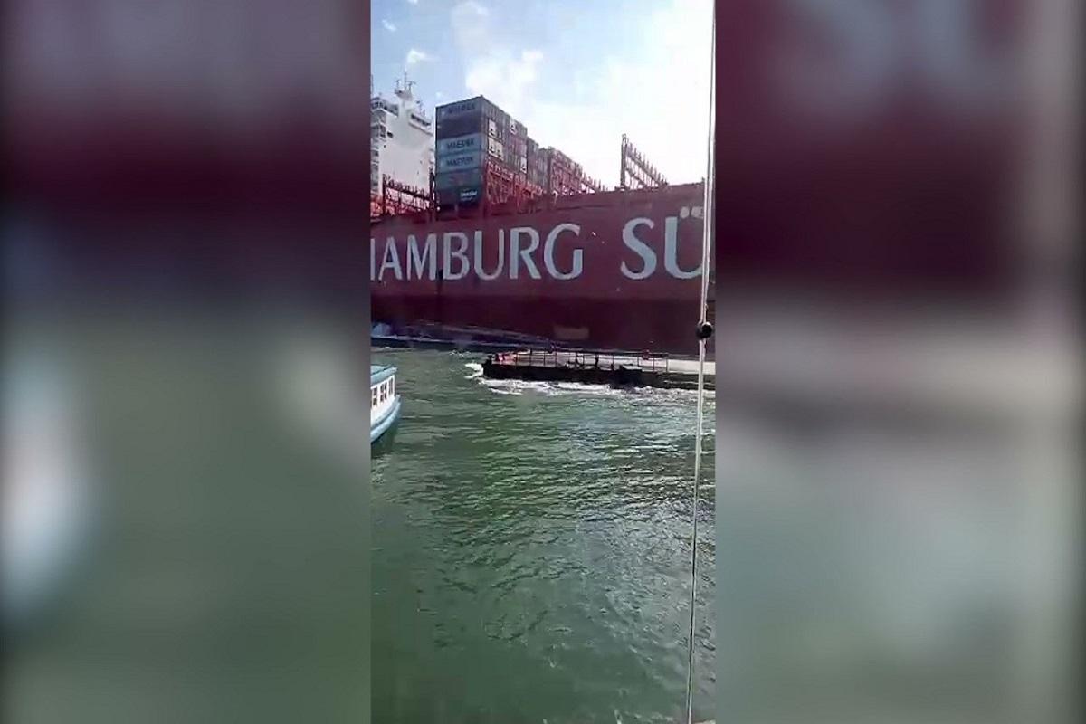 ΒΙΝΤΕΟ: Πλοίο κοντέινερ προσέκρουσε σε προβλήτα με αποτέλεσμα να σκιστεί πάνω από την ίσαλο - e-Nautilia.gr   Το Ελληνικό Portal για την Ναυτιλία. Τελευταία νέα, άρθρα, Οπτικοακουστικό Υλικό