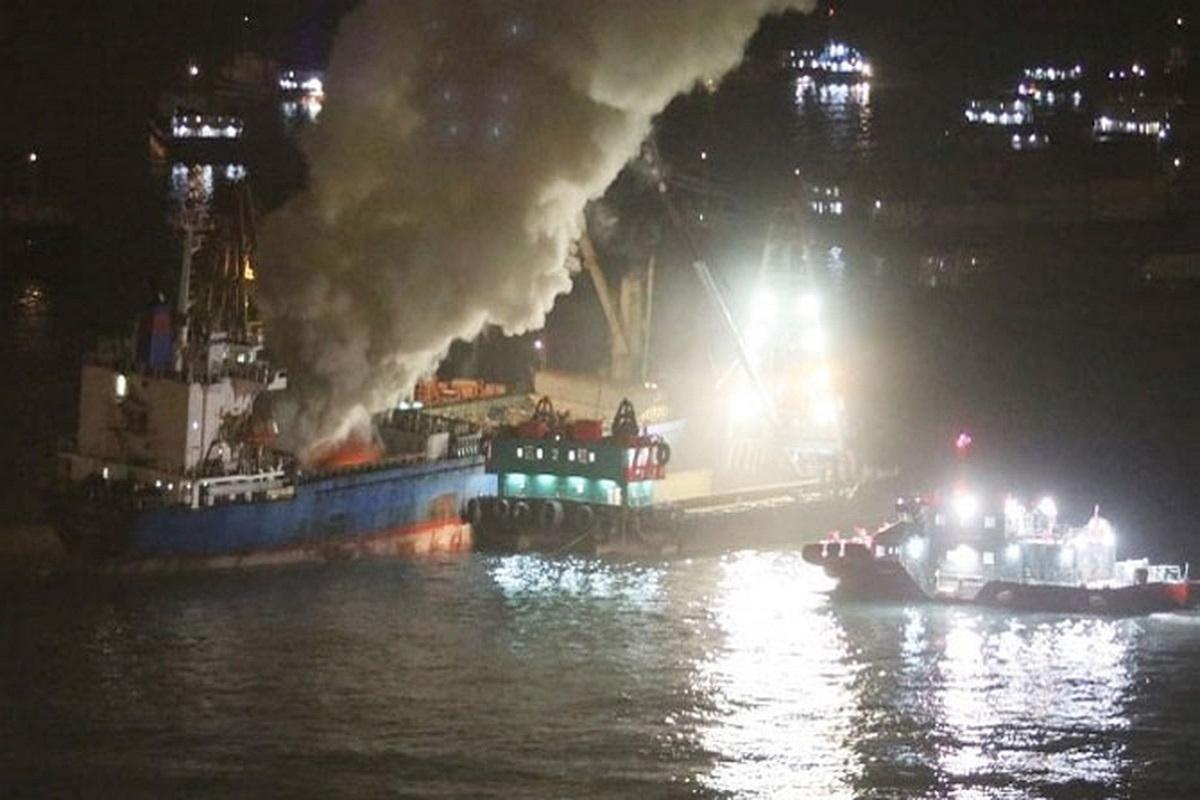 Πυρκαγιά ξέσπασε σε αμπάρι φορτηγού πλοίου - e-Nautilia.gr | Το Ελληνικό Portal για την Ναυτιλία. Τελευταία νέα, άρθρα, Οπτικοακουστικό Υλικό
