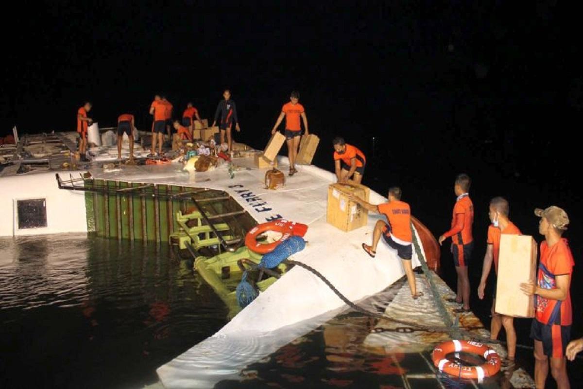 ΒΙΝΤΕΟ: Ένας άνθρωπος έχασε την ζωή του και 15 διασώθηκαν σε ναυάγιο ferry στις Φιλιππίνες - e-Nautilia.gr | Το Ελληνικό Portal για την Ναυτιλία. Τελευταία νέα, άρθρα, Οπτικοακουστικό Υλικό