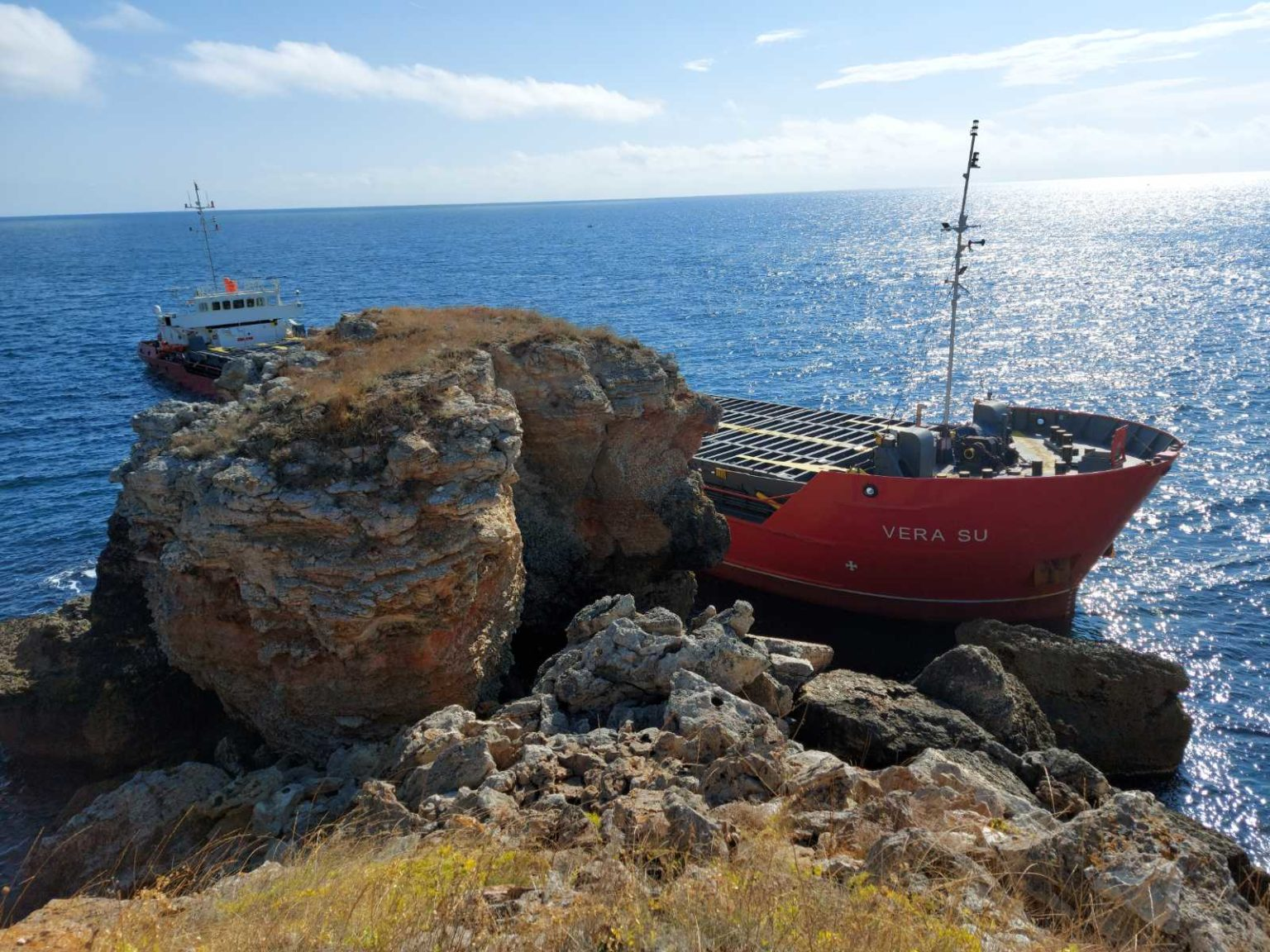 Πλοίο προσάραξε σε βραχώδη ακτή- Άγνωστα τα αίτια μέχρι στιγμής (photo) - e-Nautilia.gr   Το Ελληνικό Portal για την Ναυτιλία. Τελευταία νέα, άρθρα, Οπτικοακουστικό Υλικό