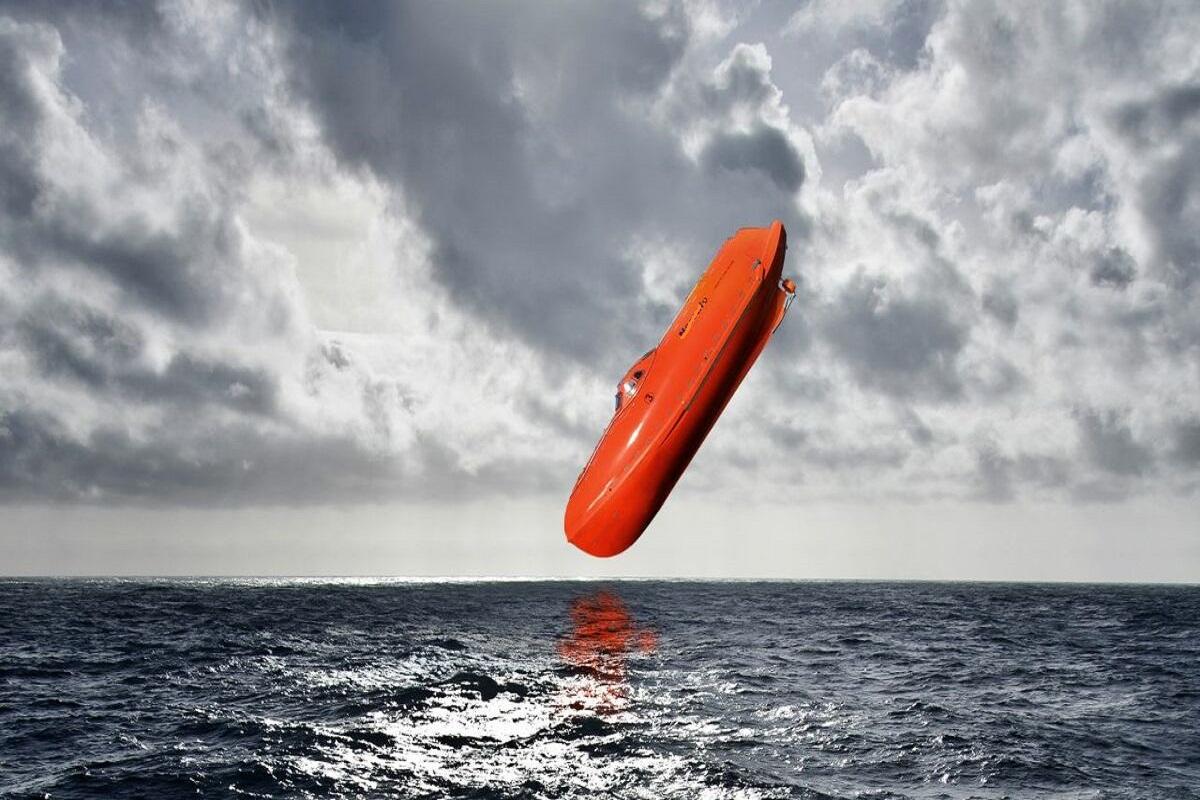 Αληθινό συμβάν: 3 μέλη του πληρώματος τραυματίστηκαν σοβαρά μετά από πτώση της σωσίβιας βάρκας κατά την στιγμή εκπαιδευτικού γυμνασίου - e-Nautilia.gr   Το Ελληνικό Portal για την Ναυτιλία. Τελευταία νέα, άρθρα, Οπτικοακουστικό Υλικό