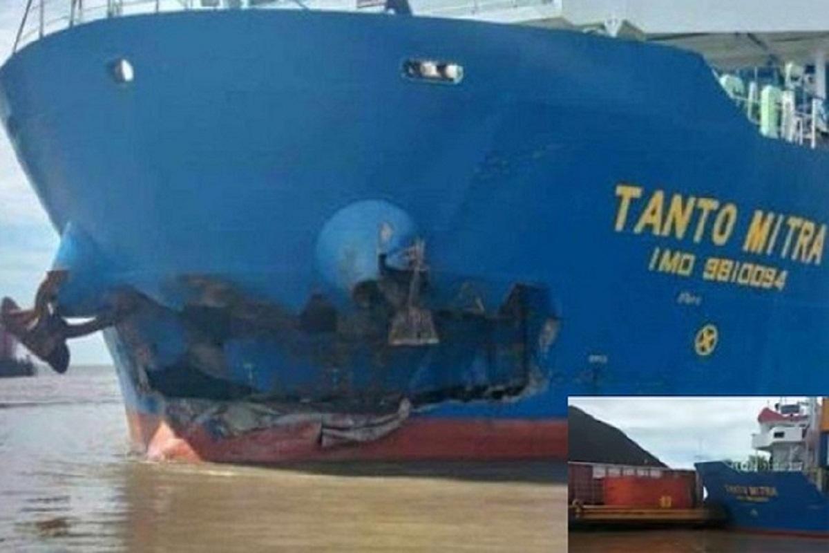 ΒΙΝΤΕΟ: Σύγκρουση πλοίου κοντέινερ με φορτηγίδα