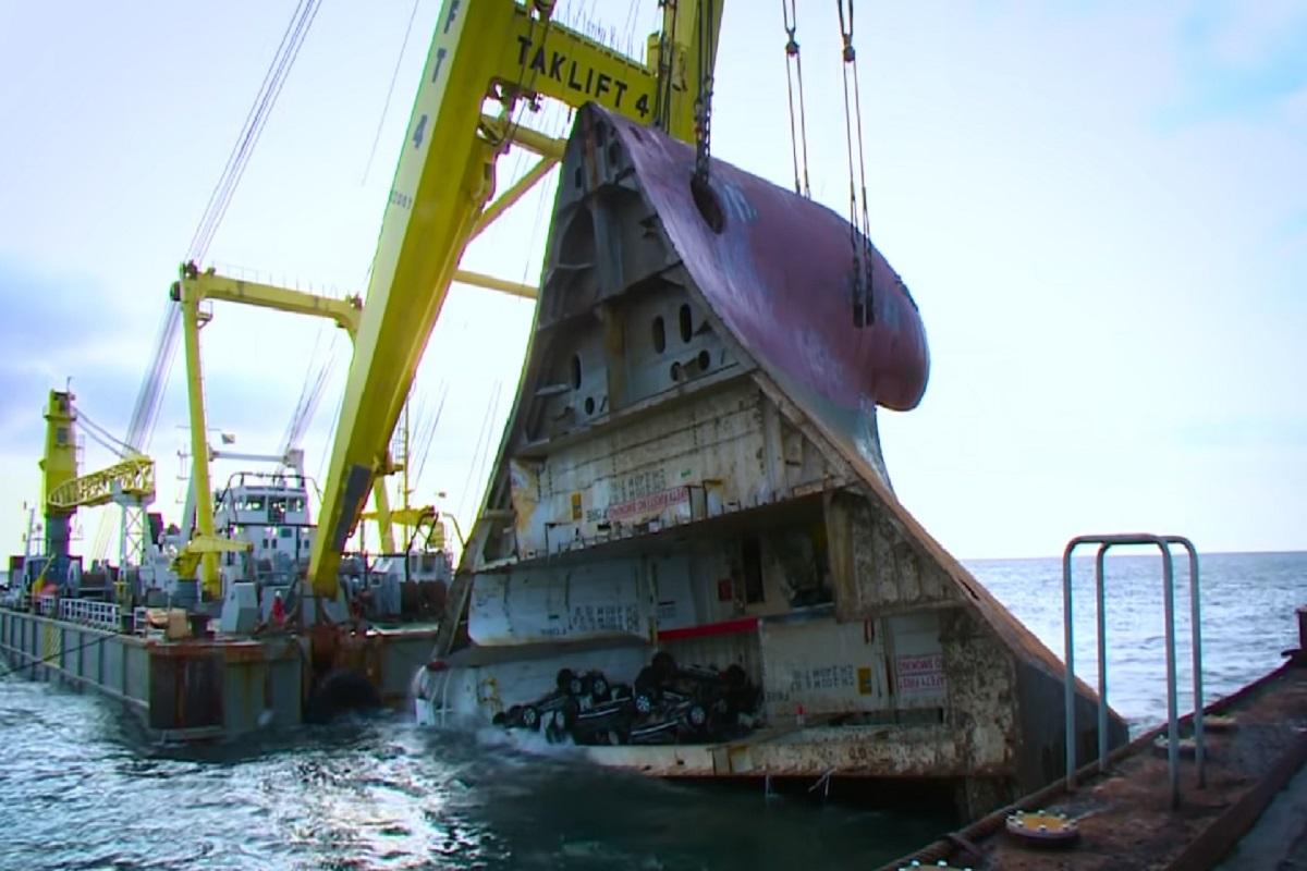 ΒΙΝΤΕΟ: Πώς απομακρύνθηκε από τον βυθό ένα ναυαγισμένο πλοίο Ro/Ro και τα 1400 αυτοκίνητα που μετέφερε - e-Nautilia.gr | Το Ελληνικό Portal για την Ναυτιλία. Τελευταία νέα, άρθρα, Οπτικοακουστικό Υλικό